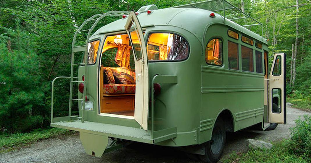 6 bus transform s en maisons roulantes qui gayeront votre me de voyageur daily geek show. Black Bedroom Furniture Sets. Home Design Ideas