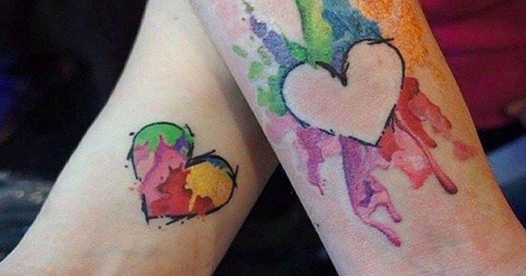 50 tatouages qui lient jamais ces mamans leur fille daily geek show - Tatouage qui represente la famille ...