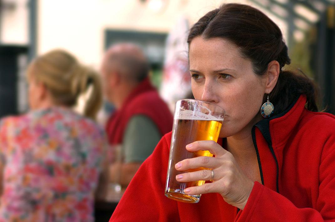2-biere-femme