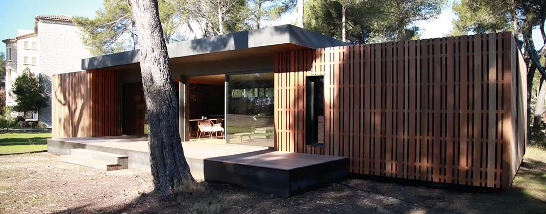 construisez votre maison cologique en quelques semaines gr ce au concept innovant de cette. Black Bedroom Furniture Sets. Home Design Ideas