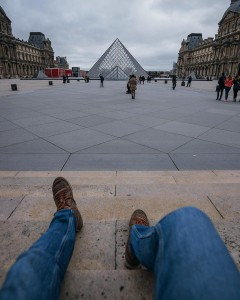 backpacker-paris-pyramide