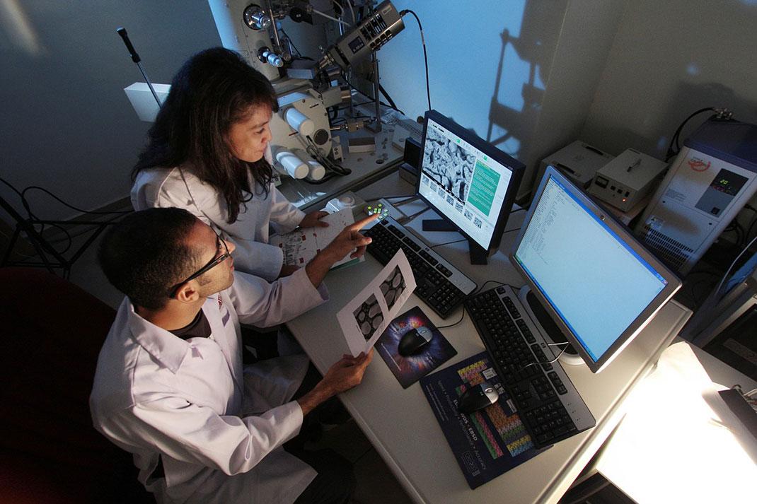 labo-recherche-science-ordinateur-6