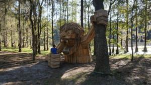 Sculpture géante en bois
