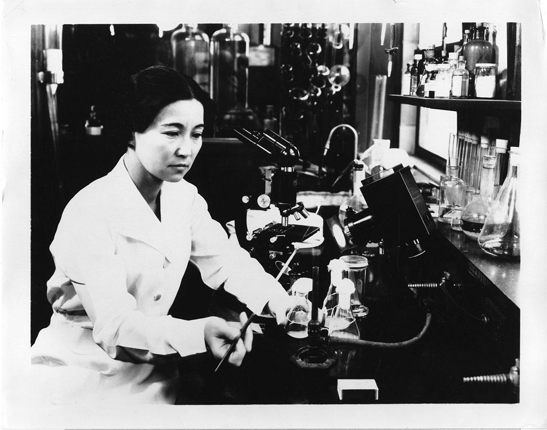 visu-femme-science-16