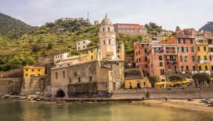 Un village des Cinque Terre sur Shutterstock
