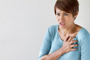 Crise-cardiaque-femme-shutterstock