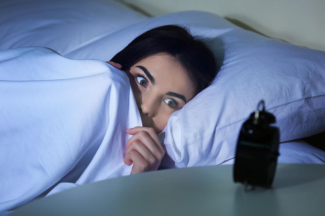 Jeune-femme-insomniaque-shutterstock