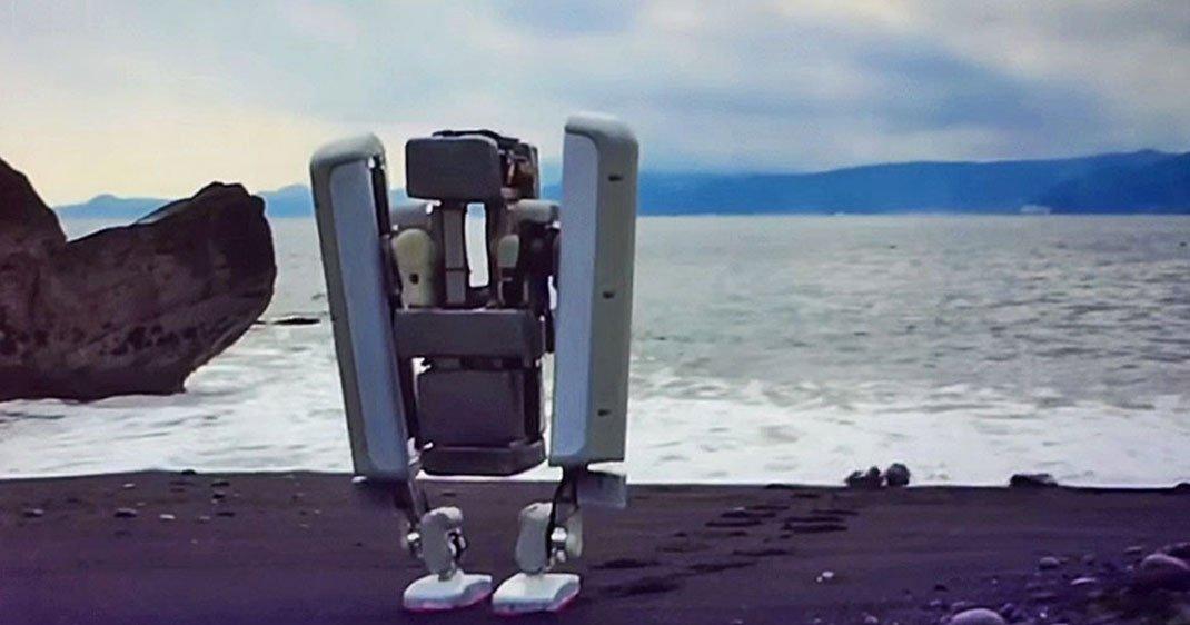 une-robot-bipede