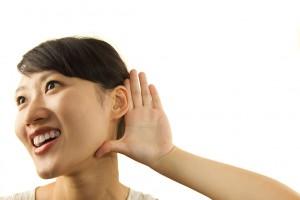Les asiatiques présentent davantage de cérumen sec via Shutterstock