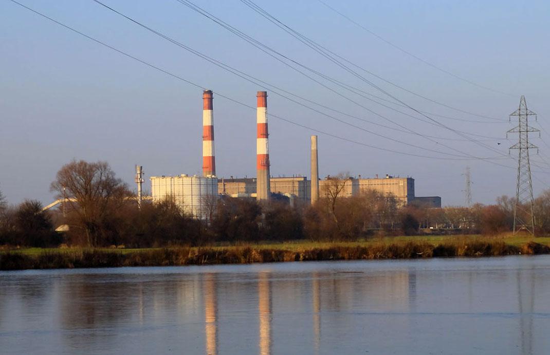 Les centrales électriques au charbon rejettent des composés nocifs dans l'atmosphère