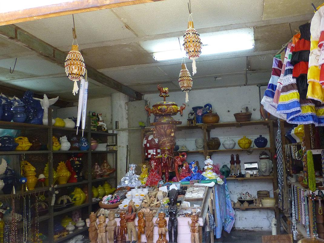 Un magasin d'objets de culte à la Havane via Shutterstock