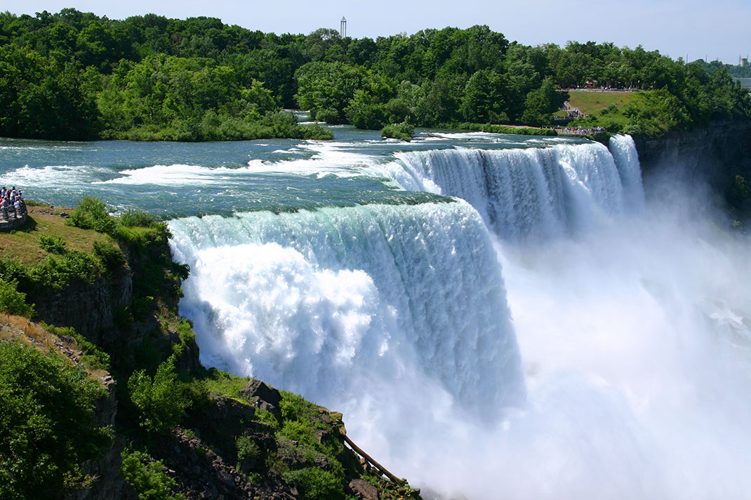 La frontière entre le Canada et les USA via Shutterstock