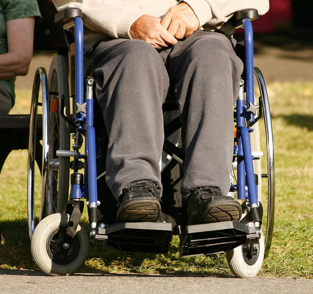 Une personne paralysée de la colonne vertébrale via Shutterstock