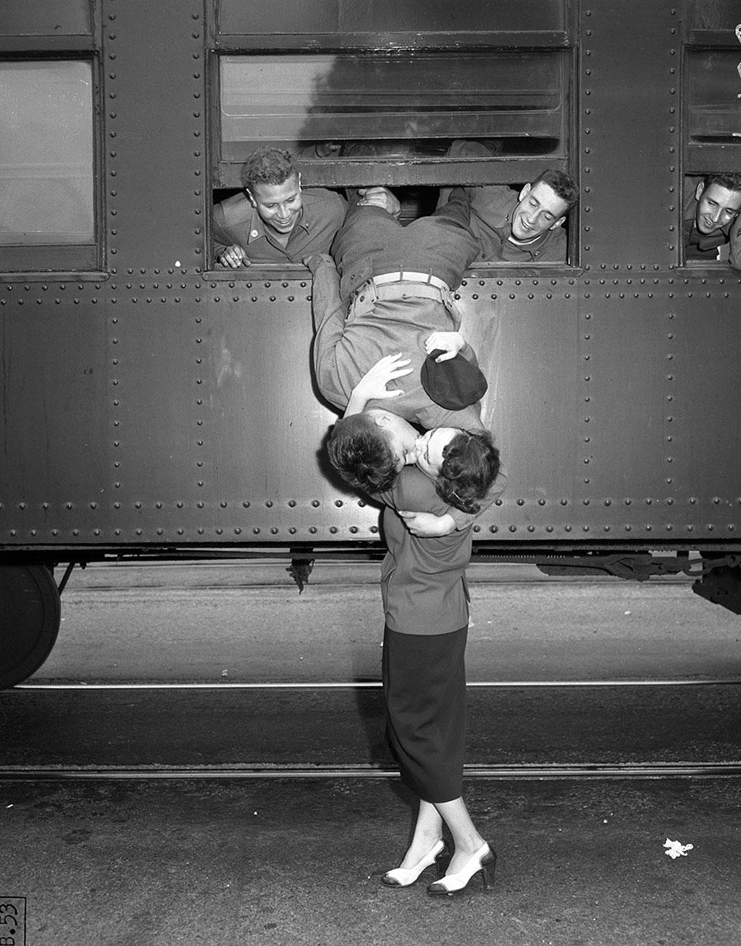 baiser-guerre-soldats-1