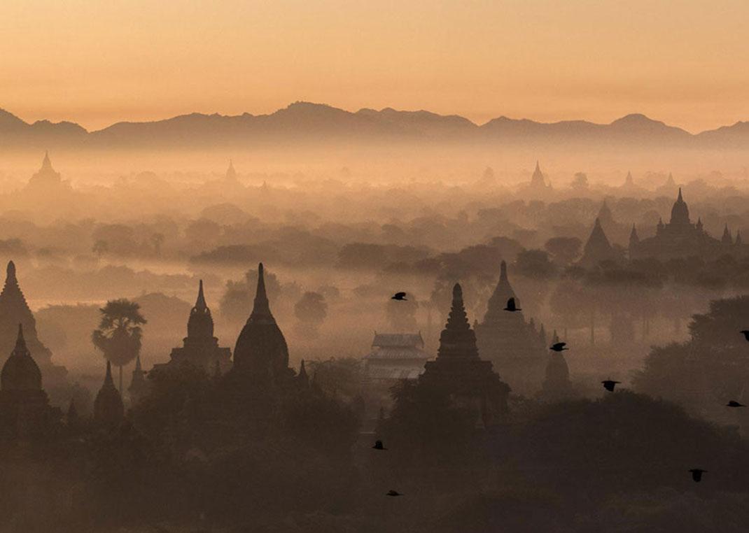 Lever du soleil sur Bagan de Michael Kovler, Myanmar