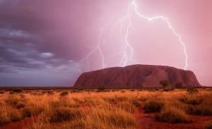 Un spectacle d'énergie de Christoph Schaarschmidt, Uluru, Australie