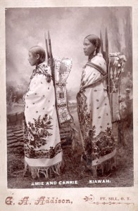 Amie et Carrie des Kiawah, photographiées par George A. Addison, en 1895