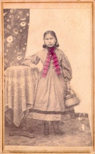 La seule fille Arapaho qui a survécu au massacre de Sand Creek (1870-1880)