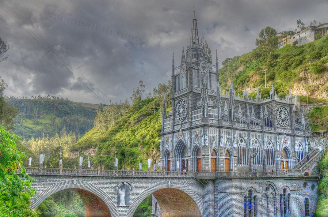 8-Santuario-de-las-Lajas