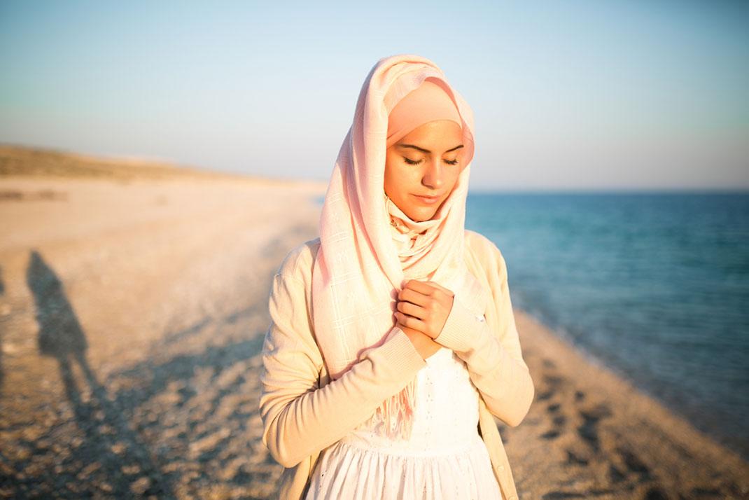 Le portrait d'une jeune musulmane via Shutterstock