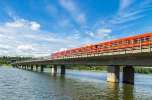 Un train traversant la Finlande