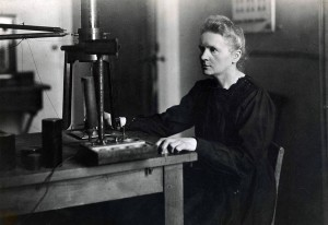 Marie Curie dans son laboratoire à l'Institut du radium