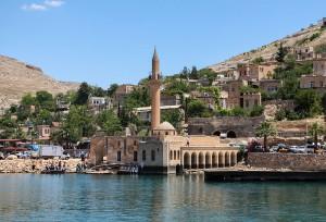 Le village de Halfeti et sa mosquée