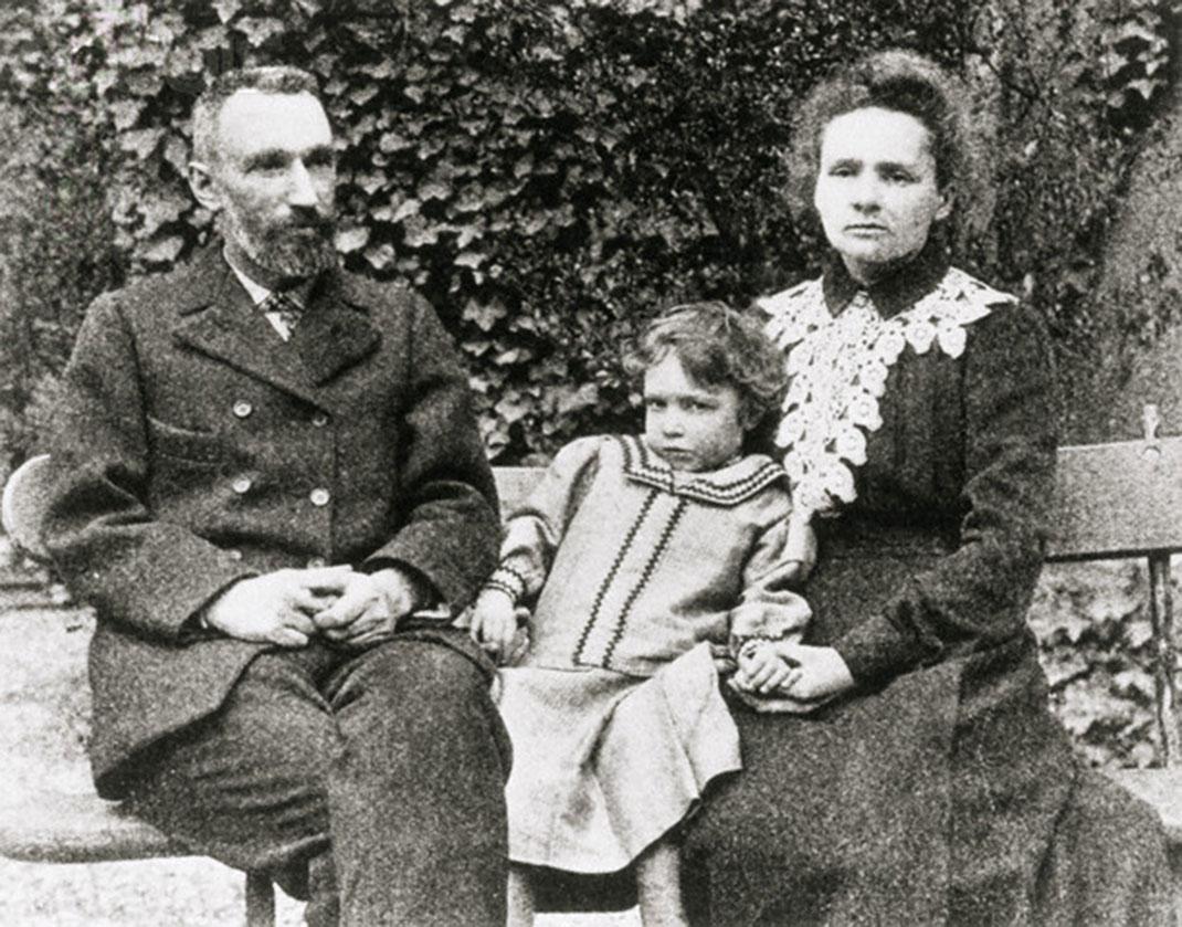 Pierre et Marie Curie avec leur fille Irène