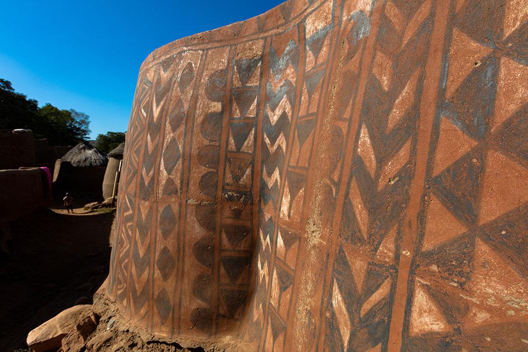 Les murs décorés de Tiébélé via Shutterstock