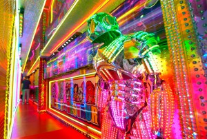 Tokyo-Robot-Restaurant-1(