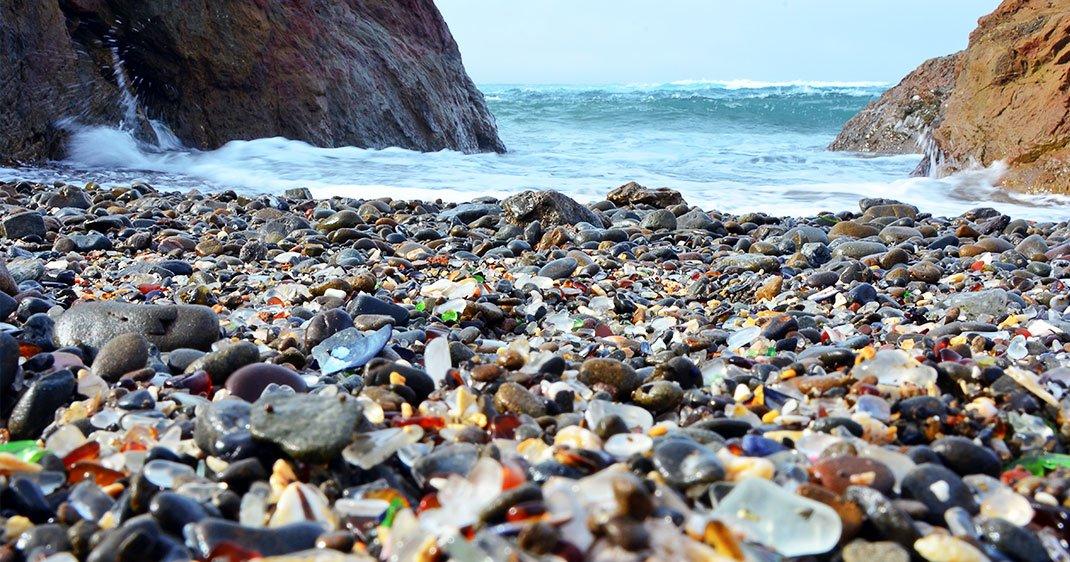 Tristement belle, cette plage américaine est recouverte de morceaux ...