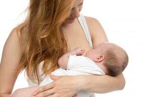 Une maman et son bébé via Shutterstock
