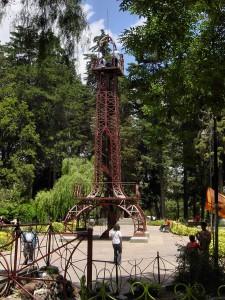 Le vieux monument du Parc Bolivar à Sucre (Bolivie)