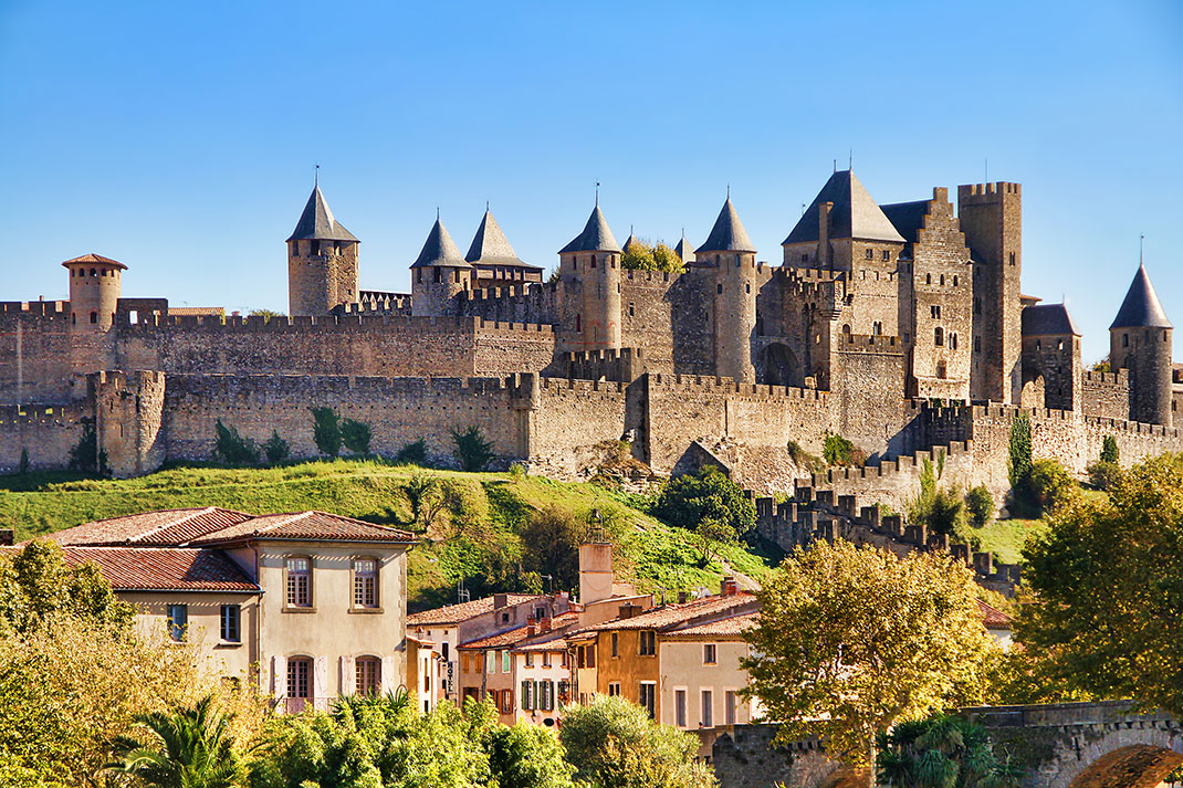 voyagez dans le temps en arpentant la forteresse de carcassonne ce fascinant vestige m di val. Black Bedroom Furniture Sets. Home Design Ideas