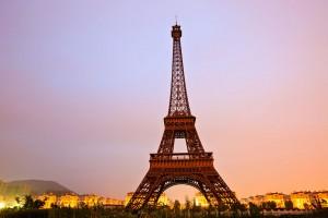 La Tour Eiffel de Hangzhou où se trouve le quartier fantôme via Shutterstock