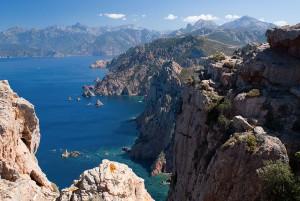 Le golfe de Porto en Corse via Shutterstock