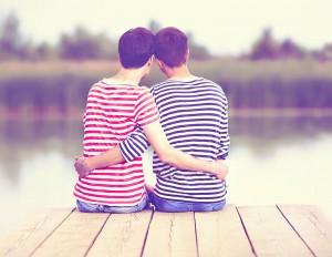Un couple homosexuel via Shutterstock