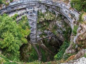 La grotte de Padirac dans le Lot via Shutterstock