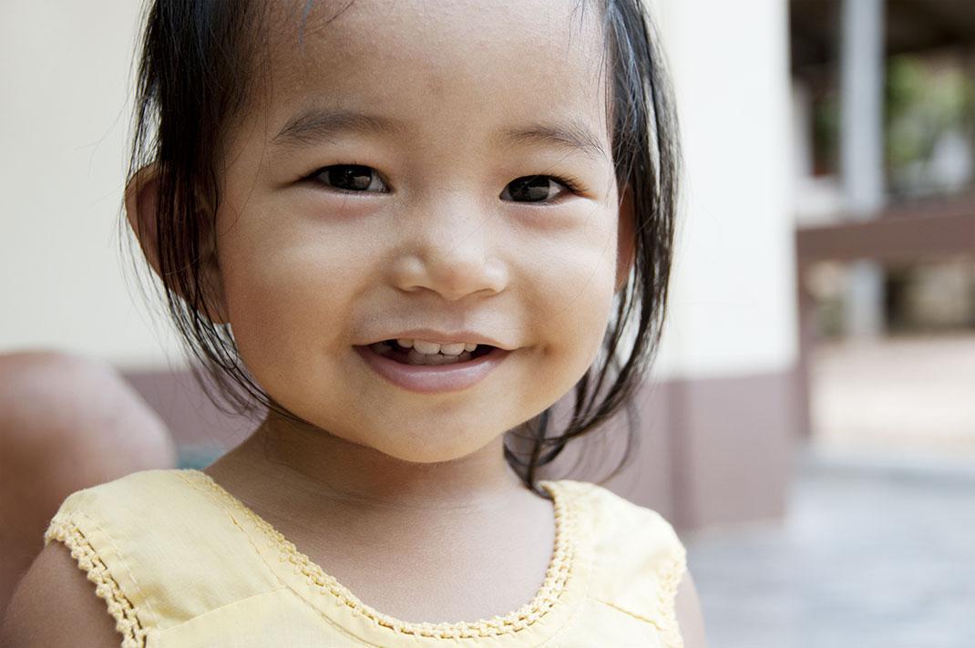 Petite fille en Thaïlande via Shutterstock
