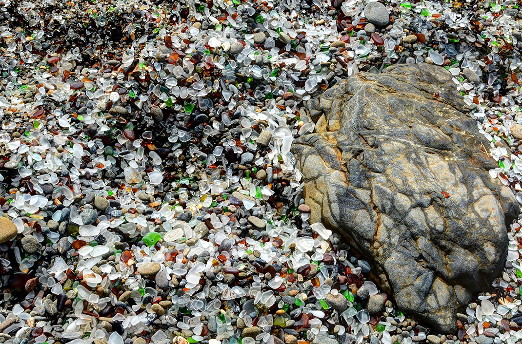 Glass Beach en Californie via John Krzesinski