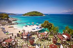 La plage Ksamil en Albanie via Shutterstock