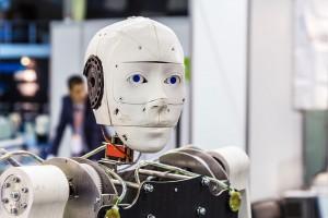 Un robot capable de ressentir de la douleur via Shutterstock