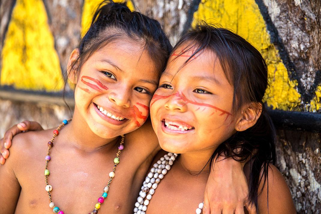 Des enfants d'Amazonie via Shutterstock