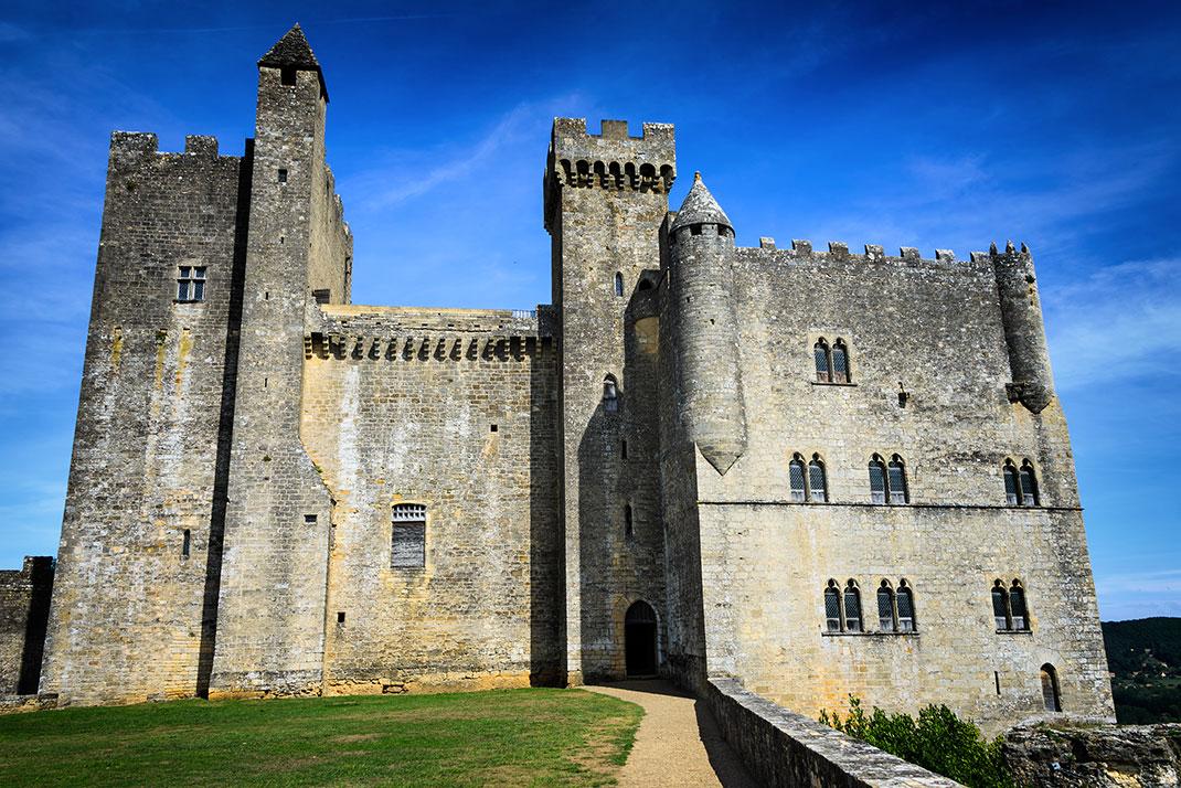 Le château de Beynac-et-Cazenac via Shutterstock