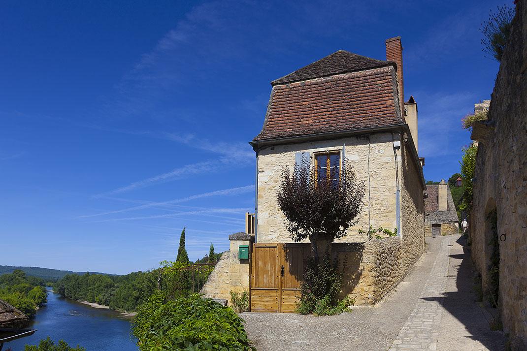 Beynac-et-Cazenac via Shutterstock