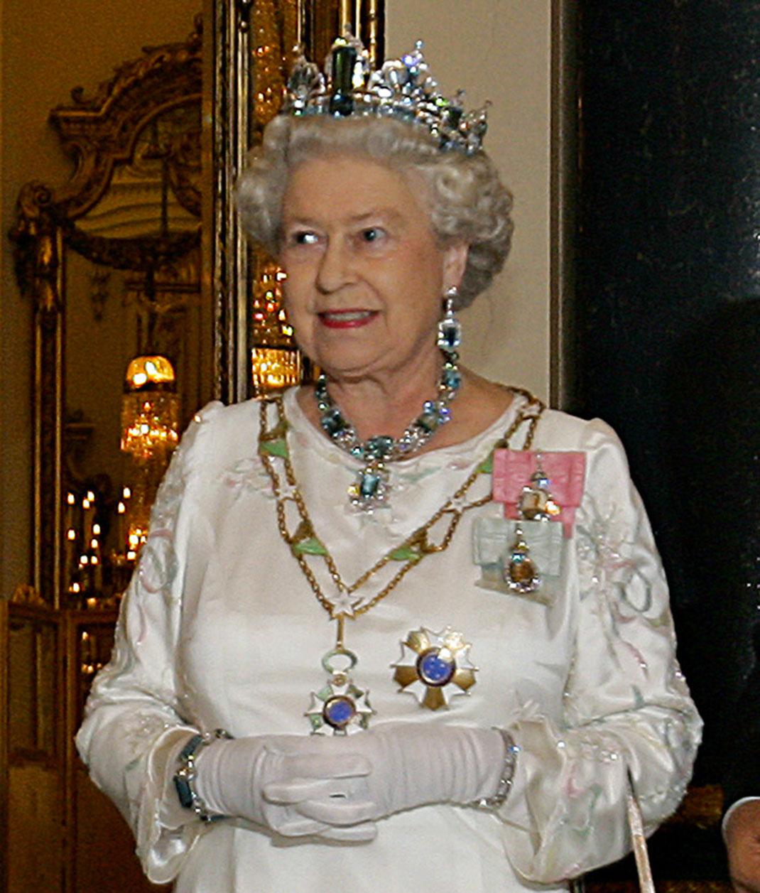 Elizabeth-II-(3)