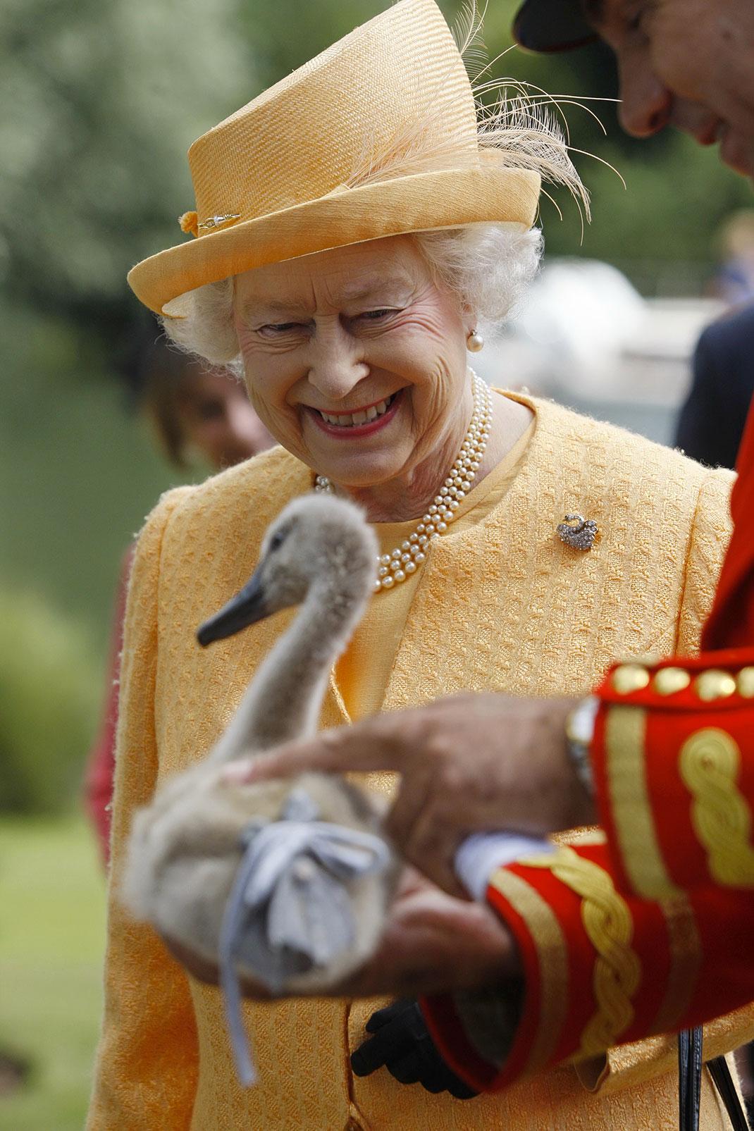 Elizabeth-II-(5)