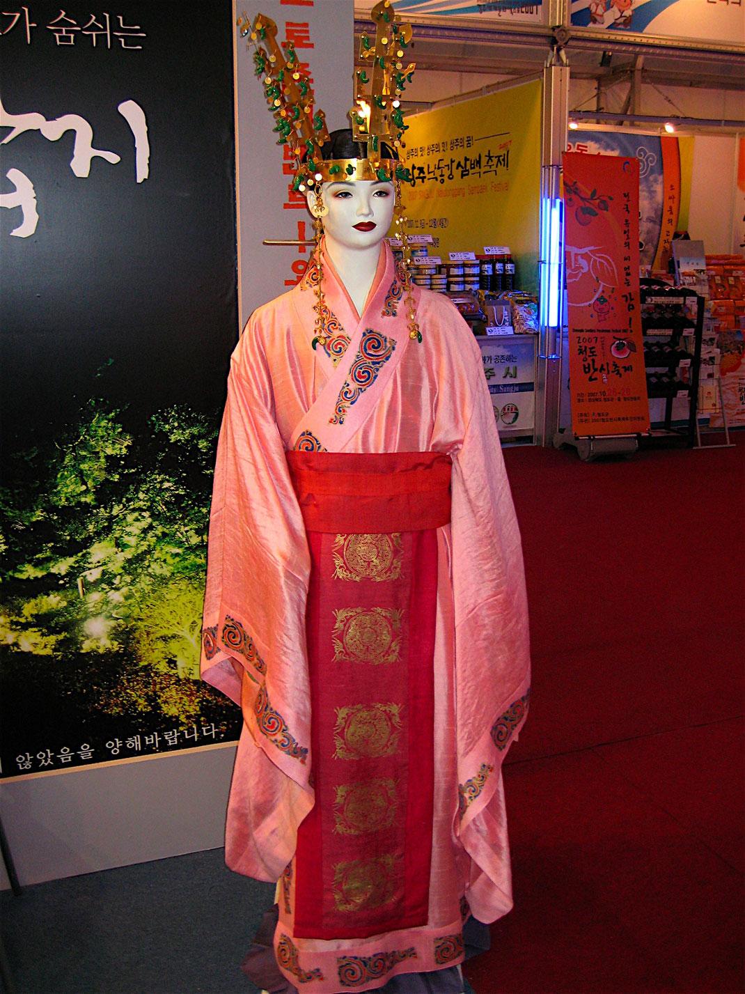 Reconstitution de l'habillement d'une reine Silla