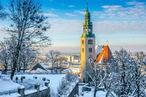 Salzburg sous la neige via Shutterstock