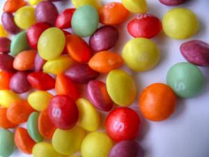 Des bonbons Skittles
